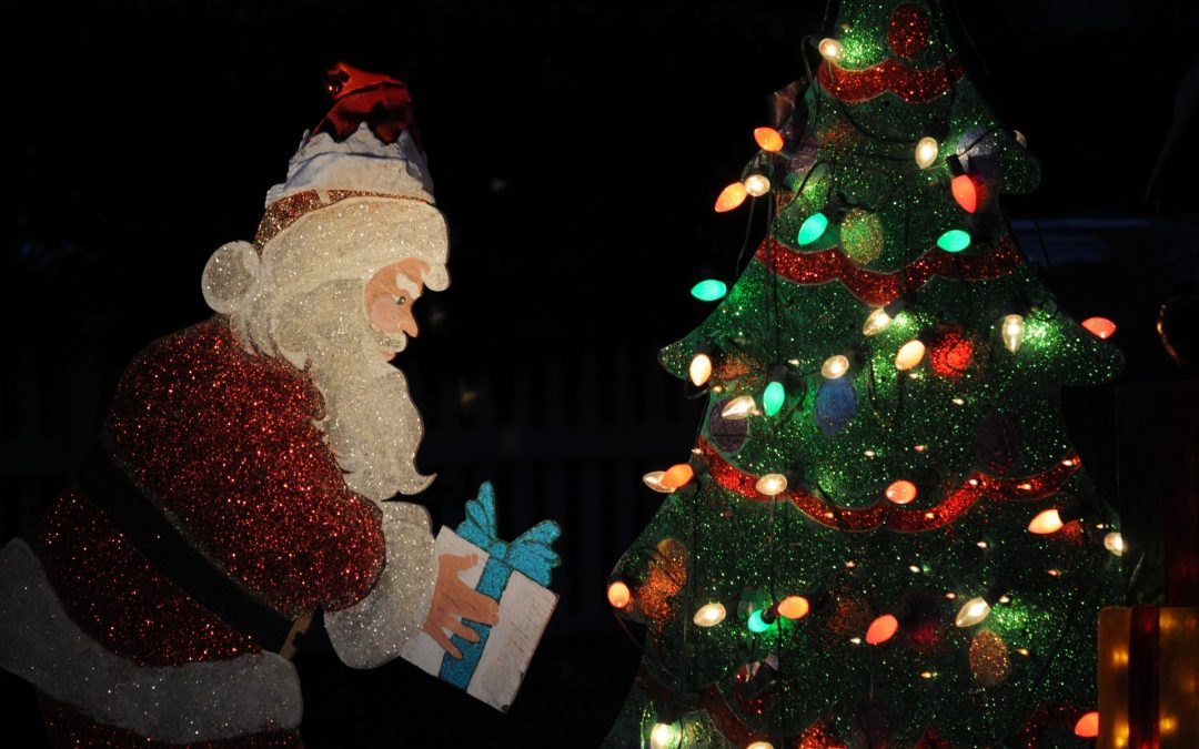lighted-santa-claus-decoration-1080x675